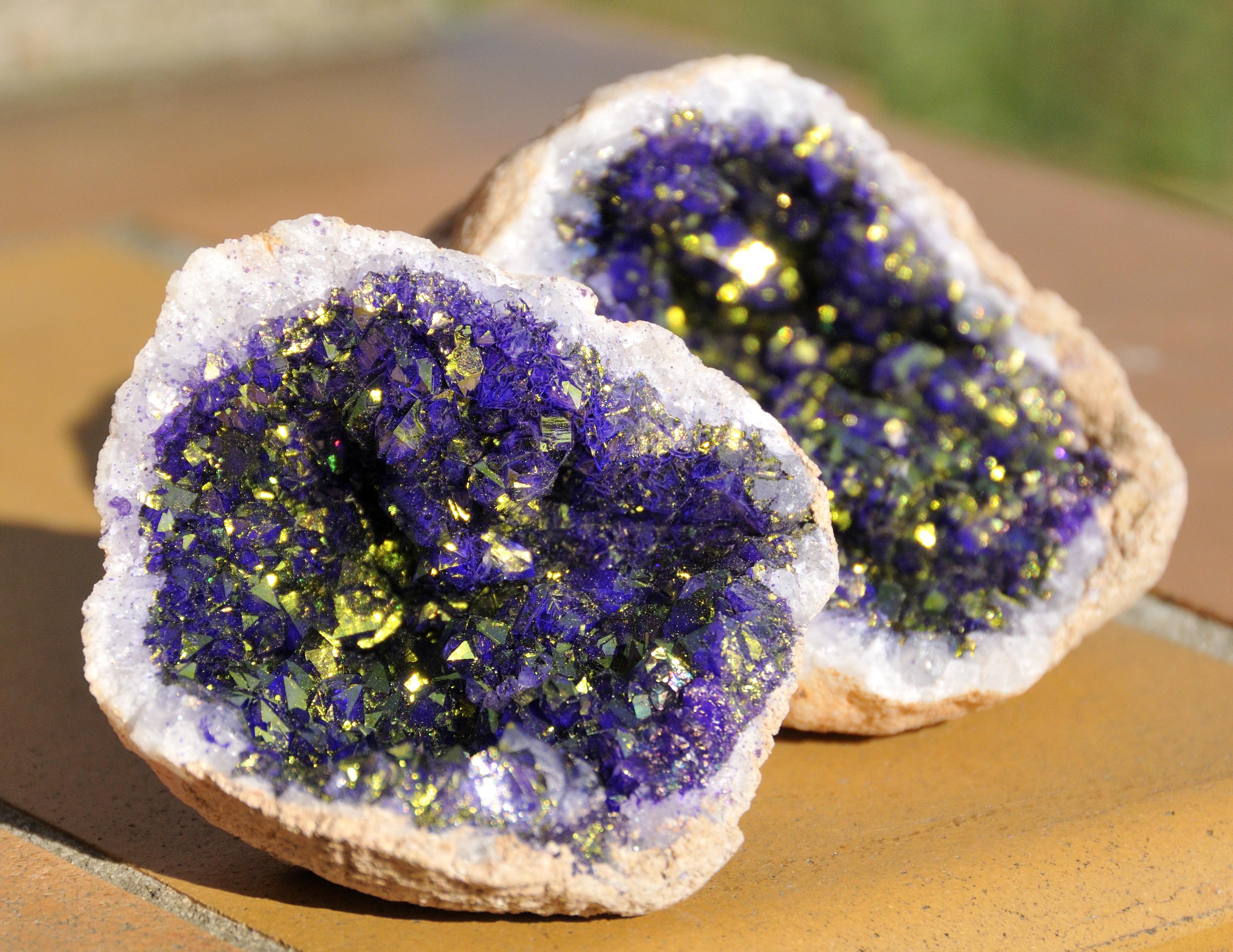sten med krystaller indeni